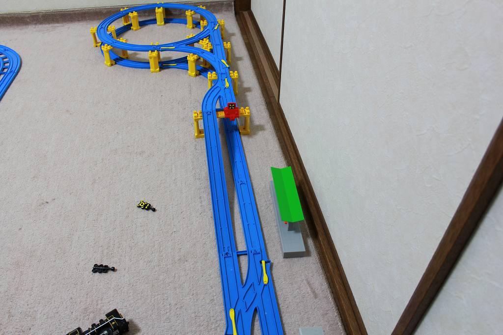 上下でUターン-複線ターンアウトレールを使ったドームステーションレイアウト