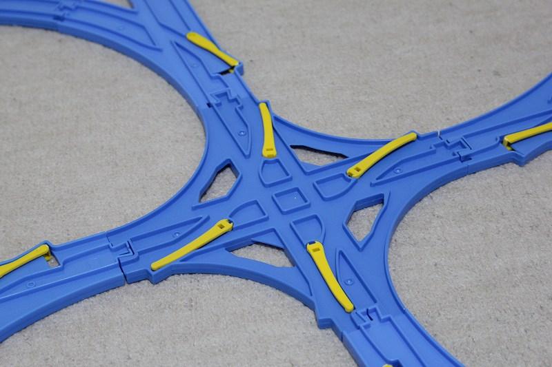 交差ポイントレールを使ったレイアウトは切り替えポイントがたくさん